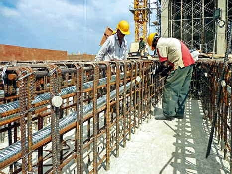 Despite the congested reinforcement with only small interstices, the post-tensioning systems could be installed successfully.  : Despite the congested reinforcement with only small interstices, the post-tensioning systems could be installed successfully.