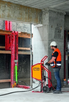 The RCS Climbing Protection Panel units climb crane-independently with the help of mobile self-climbing devices to the next floor each time. : The RCS Climbing Protection Panel units climb crane-independently with the help of mobile self-climbing devices to the next floor each time.