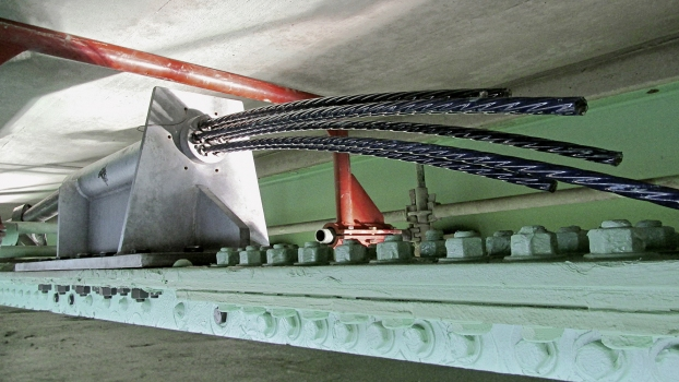 The epoxy-coated tendons are approx. 15.2 m (50 ft) long and protected by HDPE ducts.