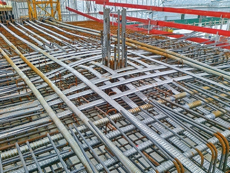 The post-tensioning systems are protected by round ducts, the oval tendons by oval ducts.
