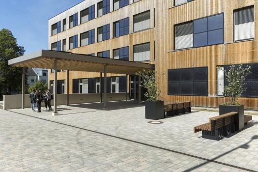 Lycée technique pour professions de santé:L'école a été conçue pour 430 élèves.