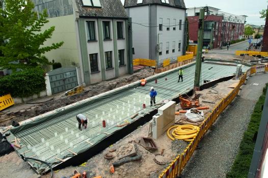 Bei einer Weichenanlage der StadtBahn Bielefeld wird auf eine Länge von 12 m Glasfaserbewehrung verbaut.  : Bei einer Weichenanlage der StadtBahn Bielefeld wird auf eine Länge von 12 m Glasfaserbewehrung verbaut.