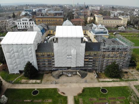 Besondere denkmalpflegerische Sorgfalt: Für das Baudenkmal Schloss Poppelsdorf ist besondere denkmalpflegerische Sorgfalt gefordert.