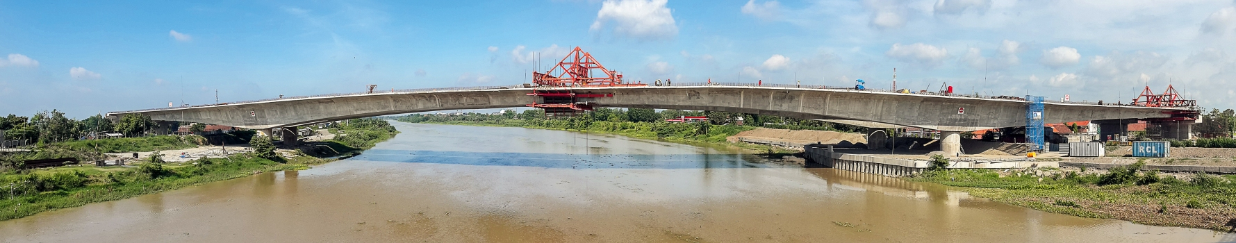 Die Brantas-Brücke nach vollzogenem Brückenschluss
