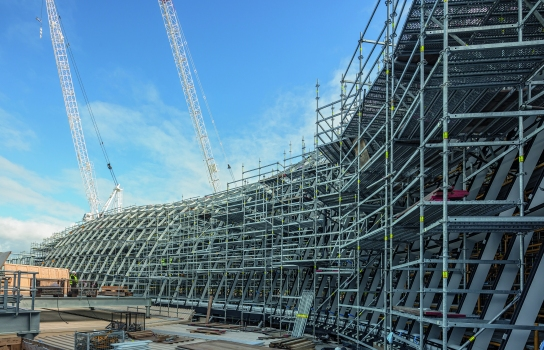 Chadstone Shopping Centre : The scaffolding was adapted to suit the complex-shaped glass roof structure: all working areas could be easily and safely reached while every load transfer was optimally planned.