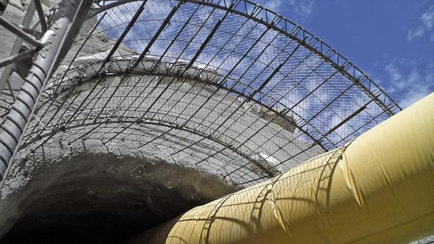 Lattice girders stabilize the tunnel entrance.