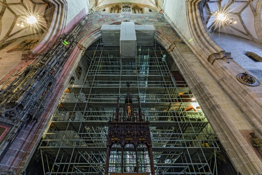 Das 13.000 m³ große Raumgerüst im Chorraum des Ulmer Münsters wurde freistehend ausgeführt, ohne Verankerungen an der historischen Baustruktur.