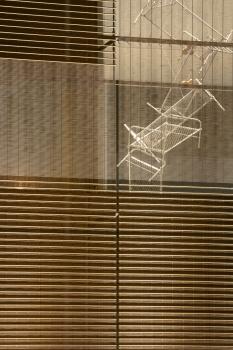Trotz des geschlossenen Eindrucks der Fassade bleibt der Lichteinfall bis in die Tiefe der Kunsthalle erhalten.
