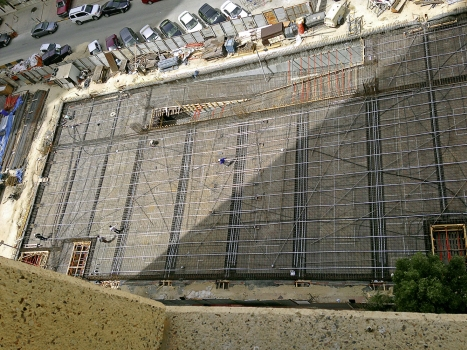 The flat slabs in the car park are supported by prestressed girders with spans of 25 m.