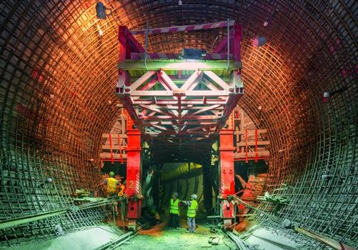 For the tunnels of the hydraulic circuit PERI's engineers planned and supplied a project-specific steel formwork carriage solution for the varying cross sections from 5.50 m to 7.50 m