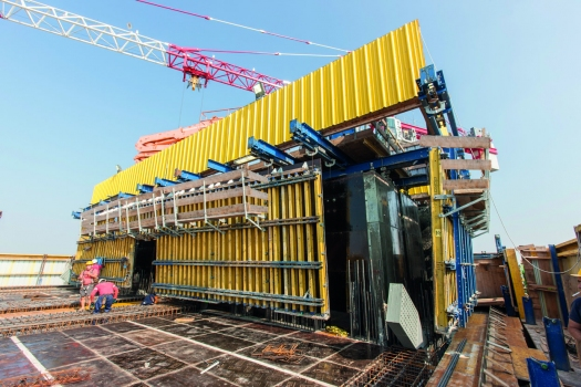 Automatic climbing formwork SKE100 plus is used to hydraulically raise the formwork modules fully automated.