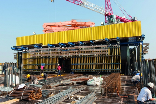 Doka automatic climbing formwork reduces the required crane time and therefore contributes significantly to saving time and money. : Doka automatic climbing formwork reduces the required crane time and therefore contributes significantly to saving time and money.