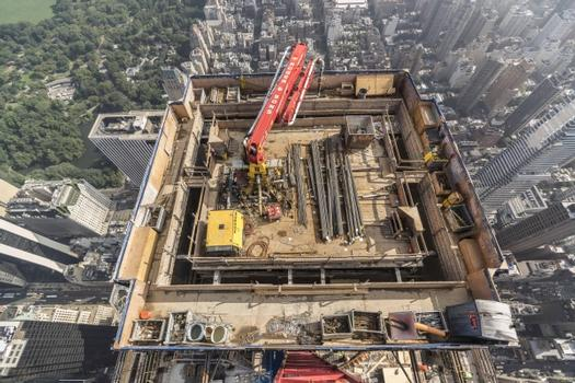 The concrete placing boom climbs crane-independently and casts the core, the slabs and the columns.  : The concrete placing boom climbs crane-independently and casts the core, the slabs and the columns.