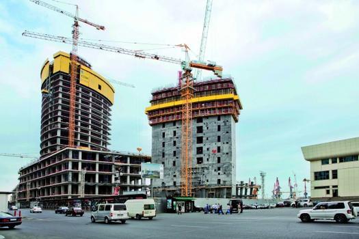 Der Crescent Place umfasst ein Luxus-Shoppingcenter mit einem 170 m hohen Wohnturm. Daneben entsteht der 203 m hohe Crescent-City-Büroturm.  : Der Crescent Place umfasst ein Luxus-Shoppingcenter mit einem 170 m hohen Wohnturm. Daneben entsteht der 203 m hohe Crescent-City-Büroturm.