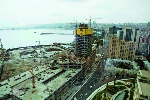 Die Doka-Selbstklettersysteme SKE50 und SKE100 gewährleisten uneingeschränkten Baufortschritt bei beiden Hochhäusern unabhängig von Wind- und Wetterbedingungen.