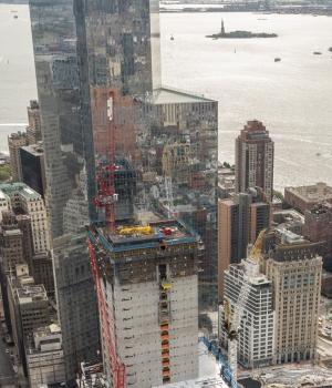 Der Gebäudekern wächst mit dem Doka Super Climber um ein Stockwerk bzw. 3,90 m pro Woche.