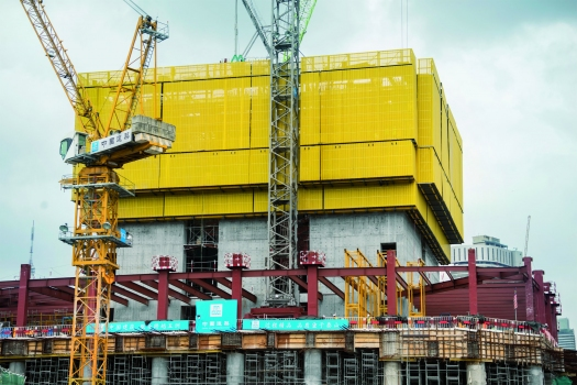 Forward-thinking formwork planning – right from the start the cranes were taken into account in the formwork concept. So now they integrate seamlessly