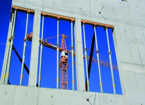 Die Rahmenschalung erzeugt eine ansprechende Betonoberfläche mit geordnetem Fugen- und Ankerbild. : Die Rahmenschalung erzeugt eine ansprechende Betonoberfläche mit geordnetem Fugen- und Ankerbild.