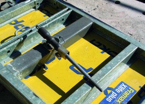 Beim Umsetzen und Lagern der Elemente finden die Anker eine sichere Parkposition direkt an der Ankerstelle.
