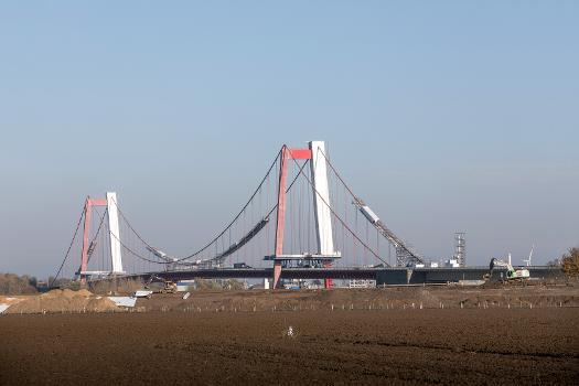 Sanierung der Emmericher Brücke : Aufgrund massiver Schäden muss die Brücke für fast 30 Mio. Euro umfassend instand gesetzt werden.