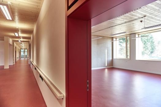 Lycée technique pour professions de santé:Les critères pour le certificat environnemental sont: pas d'utilisation de matériaux de construction nocifs, isolation acoustique élevée et excellent climat intérieur avec le minimum possible d'utilisation d'énergie grise