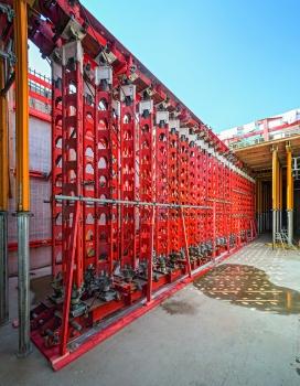 Systemlösungen auch bei besonderen Anforderungen an die Lastabtragung : Die Ingenieure von PERI entwickelten Systemlösungen auch für Abschnitte mit besonderen Anforderungen an die Lastabtragung.