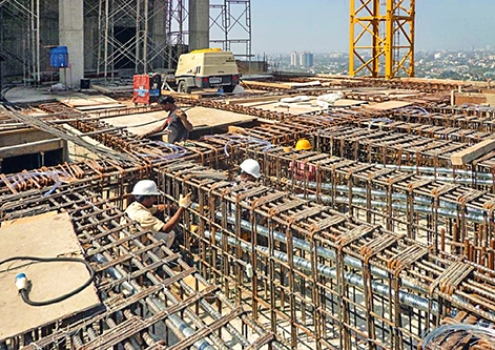 Despite the congested reinforcement with only small interstices, the post-tensioning systems could be installed successfully.
