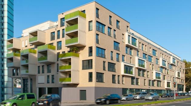 Das Projekt 55 Frames bietet hohe Wohnqualität inmitten der Kölner Innenstadt. Die spannungsvoll gegliederte Fassade repräsentiert das architektonische Konzept.
