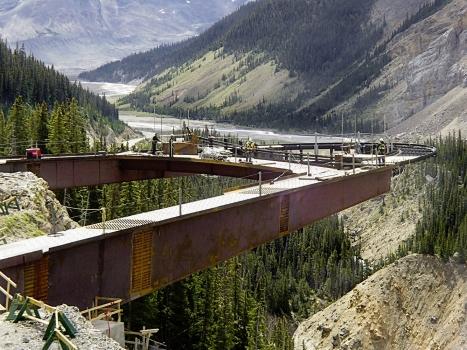 Die Kastenträger des Glacier Skywalks wiegen 600 t.