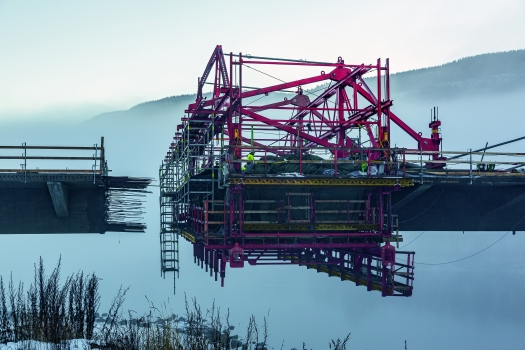 During the planning process, PERI specialists also had to take into consideration the suspension cables with which the segments are suspended on the pylons. At no time during the execution were they allowed to collide with the Balanced Cantilever Equipment.