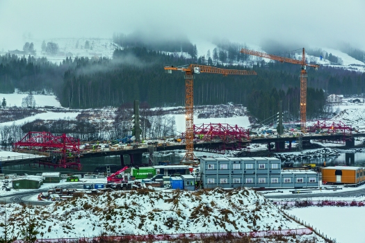The Harpe Bru bridge superstructure is being constructed using a total of four Balanced Cantilevered Carriages. It is the first extradosed bridge in Norway.