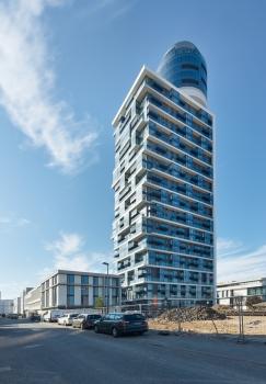 Neben dem Henninger Turm werden bis 2019 mehrere fünfgeschossige Stadtvillen mit 110 Wohneinheiten entstehen.  : Neben dem Henninger Turm werden bis 2019 mehrere fünfgeschossige Stadtvillen mit 110 Wohneinheiten entstehen.