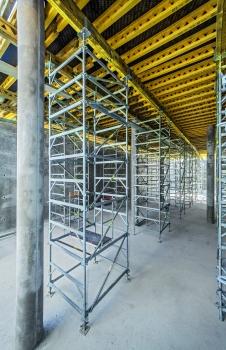Als Unterstützungskonstruktion für die Doppeljoche dienten 82 freistehende, bis zu 6,50 m hohe MDS-Stütztürme
