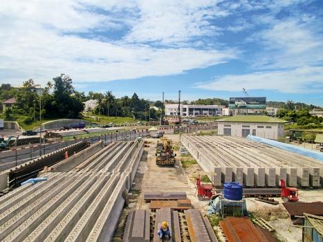Für den Bau zweier Viadukte in Brunei wurden 52 Betonfertigteilträger in einer Feldfabrik hergestellt.