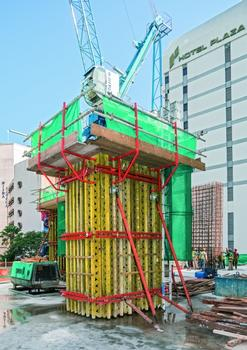Columns with diameters of up to 1.50 m x 2.00 m are formed using the VARIO GT 24 column formwork. The high fresh concrete pressures can also be safely transferred with this variable system
