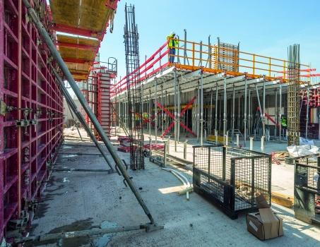 Die umfassende Schalungslösung unterstützt den raschen Baufortschritt mit hoher Sicherheit.  : Die umfassende Schalungslösung unterstützt den raschen Baufortschritt mit hoher Sicherheit.