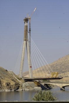 Kömürhan Bridge: Pylon: Standing at a height of 168.5 metres, the inverted 'Y' shaped reinforced concrete tower is the centrepiece of the new Kömürhan Bridge.