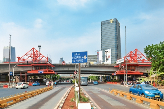 Thanks to the Kuningan Flyover, the situation at the Kuningan Intersection in Jakarta has improved.