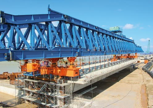 The two working platforms for the construction of the bridge structure were 26 m wide and 4.1 km long. : The two working platforms for the construction of the bridge structure were 26 m wide and 4.1 km long.