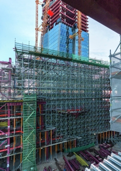 Within the multi-purpose building, there was a wide range of shoring solutions for use. High loads could be efficiently transferred over large heights with the modular scaffolding.