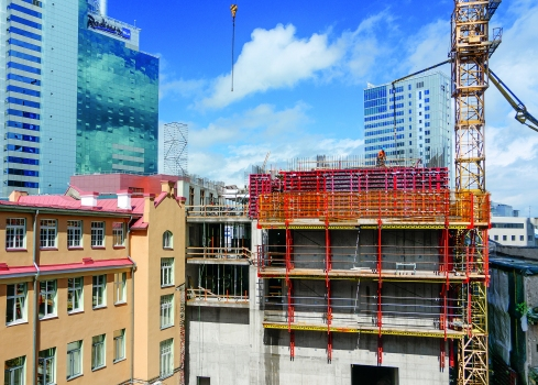 Three new buildings are seamlessly integrated into the existing architectural monuments and other high-rise towers. The historical buildings are being extensively renovated.