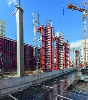 Wände und Säulen wurden mit der MAXIMO-Rahmen- und QUATTRO-Säulenschalung in kürzester Bauzeit geschalt.