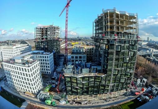 Bauherr und Projektentwickler der beiden Wohntürme mit zusammen rund 260 attraktiven Loftwohnungen war die LBBW Immobilien-Gruppe, das Hotel war ein Projekt der UBM Development AG und das Bürogebäude ein Projekt der Office Center Hirschgarten GmbH & Co. KG