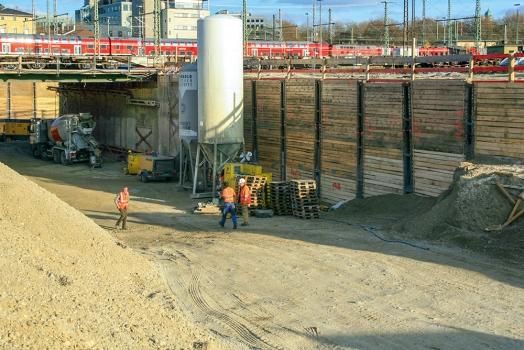 Die Baugrube für den Tunnel West war bis zu 14 m tief und rund 70 m lang.