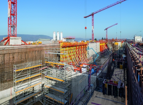 Formwork, scaffolding, engineering: PERI supported site operations for the second Moselle Lock with a project-specific formwork and scaffolding concept.