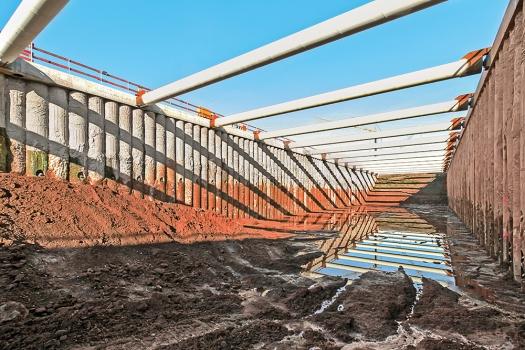 Die neue Schleusenkammer für die Schleusenanlage in Trier wird als Stahlbeton-Bauwerk in monolithischer Bauweise mit einer 3 m starken Sohle errichtet.