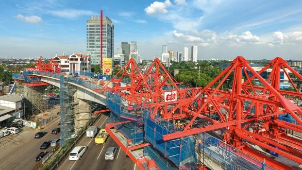 Zum Nahverkehrsprojekt MRT Jakarta gehört auch eine aufgeständerte, 173 m lange Brücke.