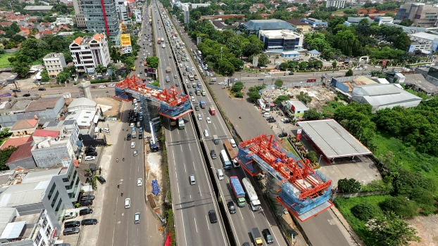 The bridge crosses the heavily trafficked Jakarta Outer Ring Road.