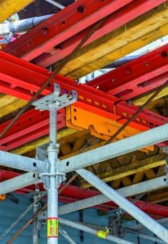 Für Planung und Montage hilfreich war das einheitliche 25-cm-Systemraster des Traggerüsts.