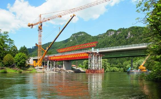 For the construction of the Mur Bridge near Frohnleiten, the new VARIOKIT heavy-duty truss from PERI has set new standards in shoring operations.